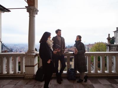 Casa dell'Arciprete - balcone con studenti