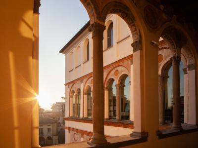 Balcone della sede Bernareggi al tramonto