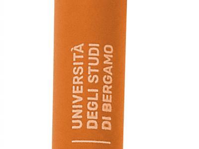 Penna biodegradabile € 1,60, blu e arancio
