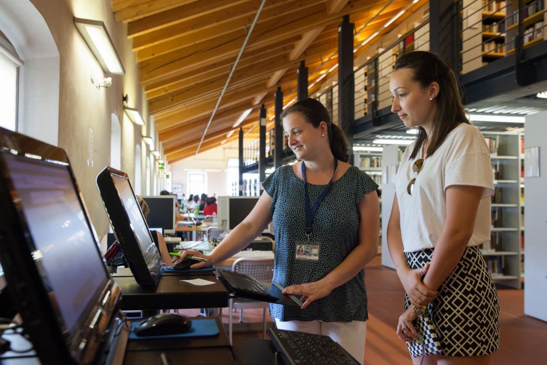Studenti nella biblioteca di Sant'Agostino