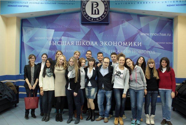 Foto della classe multiculturale che ha partecipato alla prima edizione