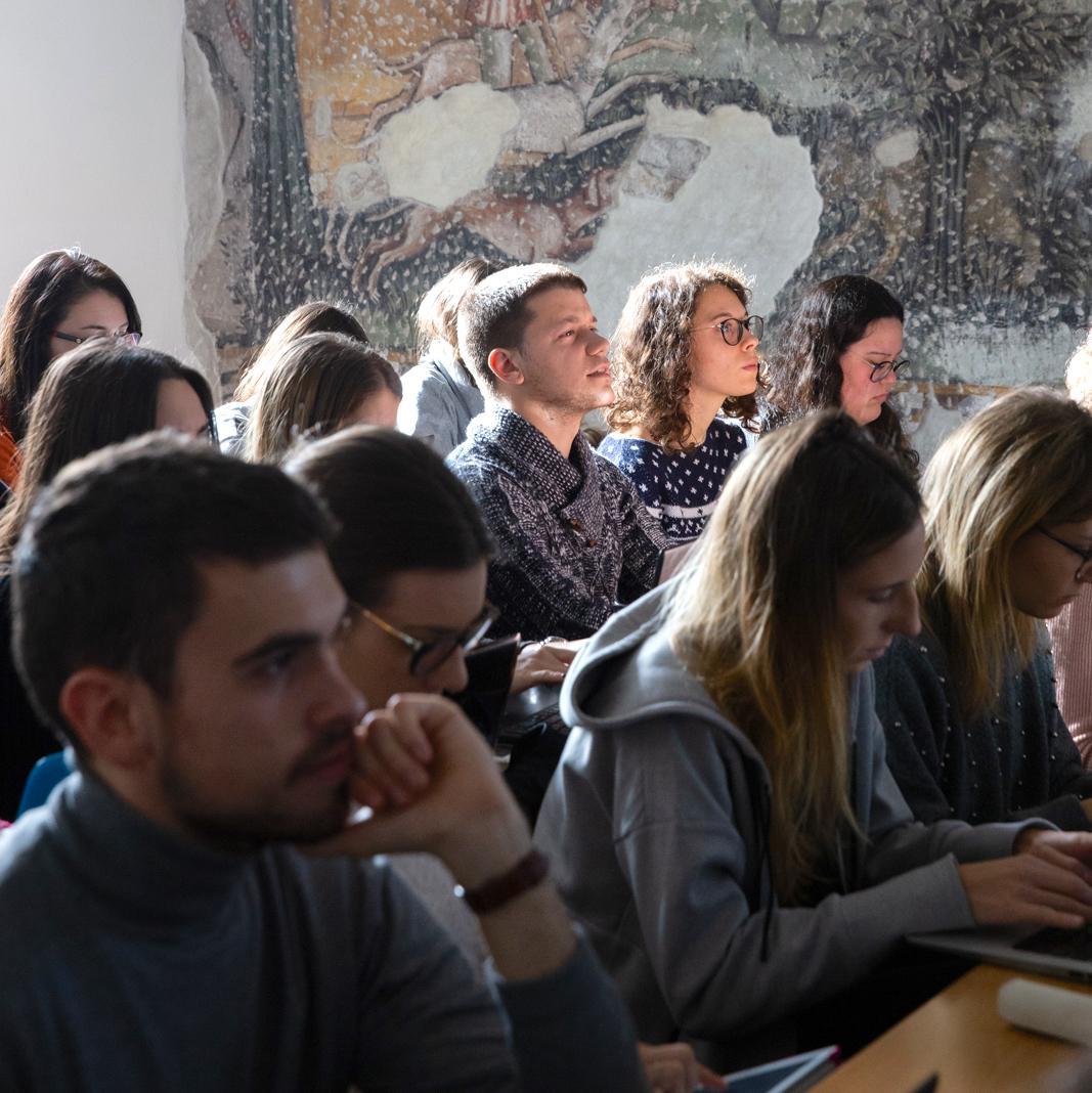 Studenti in classe nella sede di Rosate