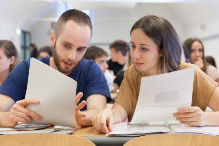 Due studenti a lezione