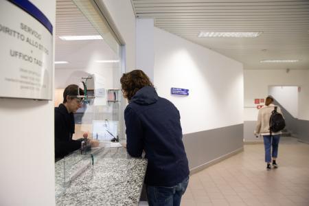 Ufficio Tasse in via Moroni